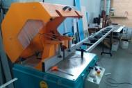 A saw for aluminum and plastic profiles cutting